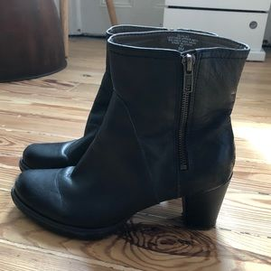 Classic Easy Spirit black leather boots